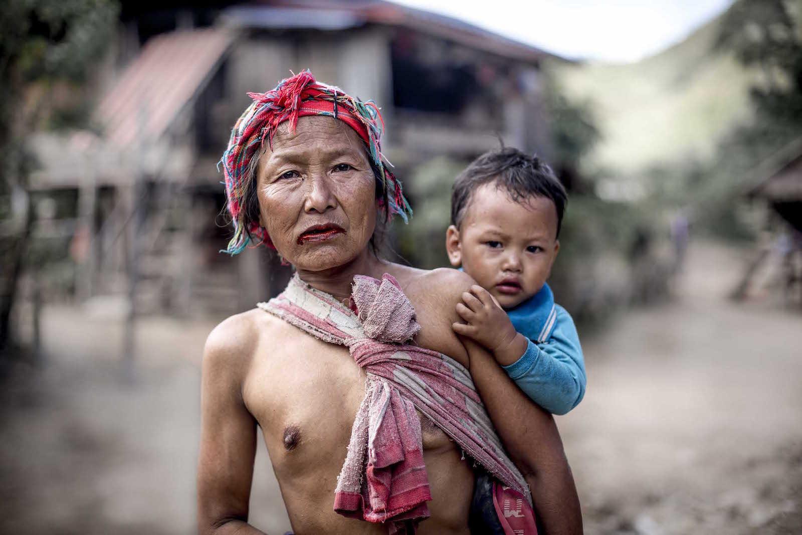 tirage photo feuilles de betel chez les akhas du laos