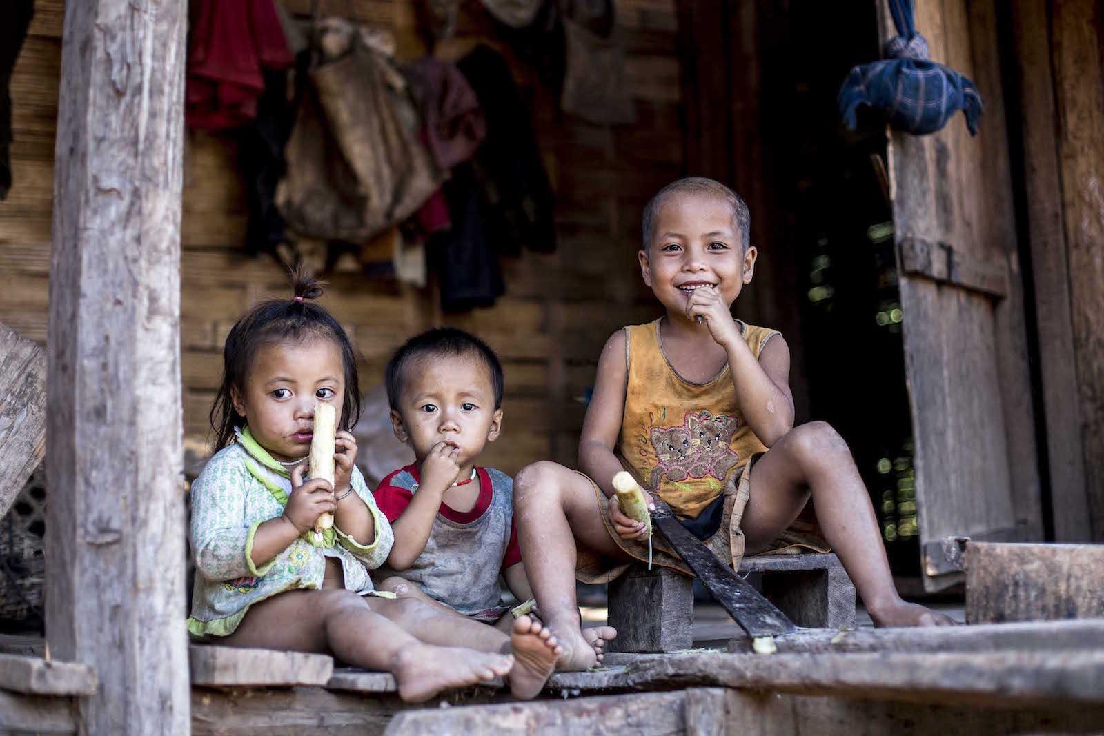 tirage photo moment partage chez les akhas du laos