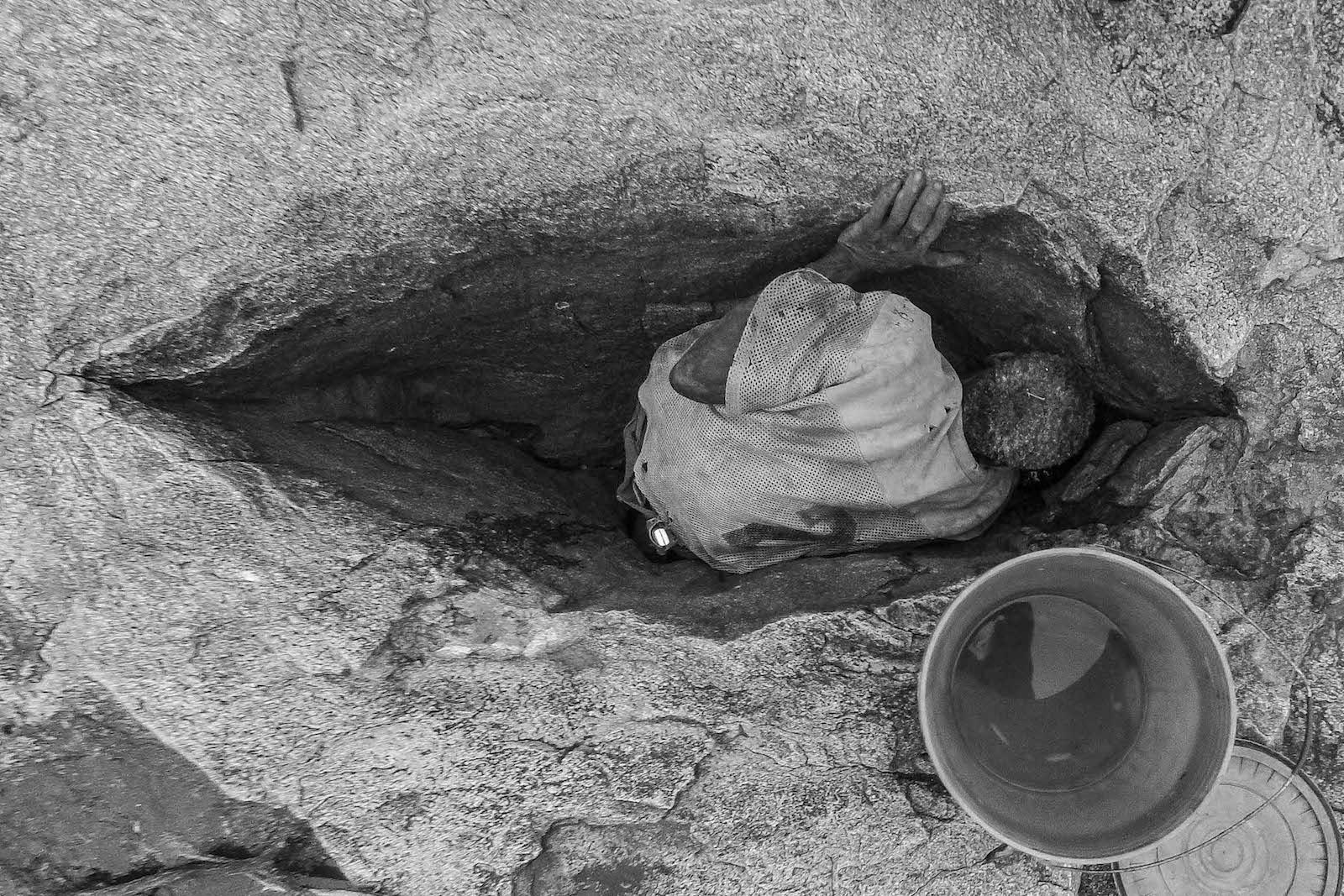 tirage photo source chez les hadzabe de tanzanie